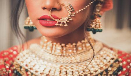 10 glamorous and bold bridal Naths to look like a Queen